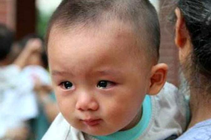 """1岁宝宝看见某人大哭,不是因为""""邪气"""",背后原因父母要清楚"""