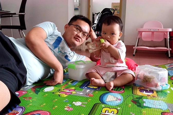 女儿9个月了还没吃奶粉,最近又不愿意吃辅食,纠结买那种奶粉好