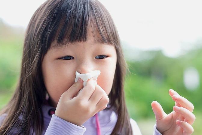 孩子鼻塞、流鼻涕,家长应该怎么办?教大家一个小方法,不妨试试