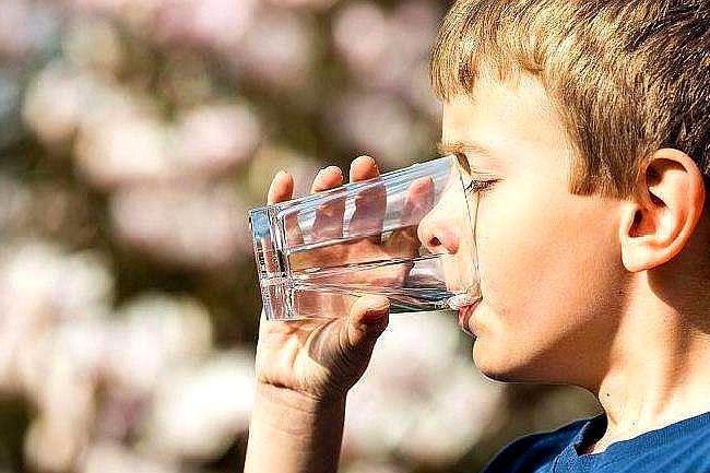 宝宝多大开始喝水?喝多少?关于给宝宝喝水,妈妈别再弄错了!