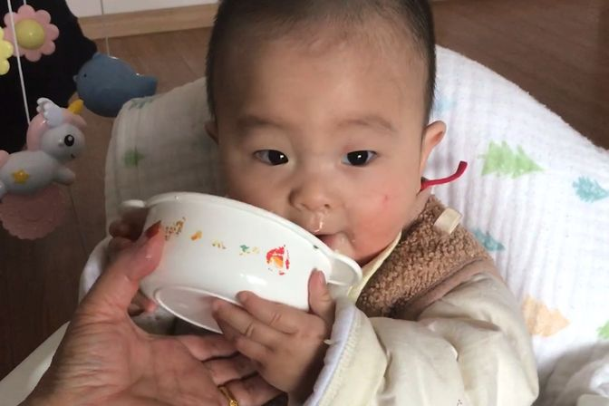 七个多月宝宝拒绝喝奶,只吃辅食能长肉吗?