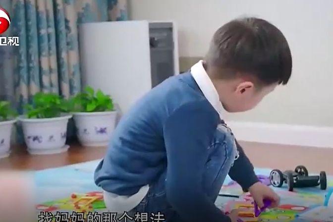 孩子太黏人,育儿师却有妙招,孩子竟独自玩了20分钟!
