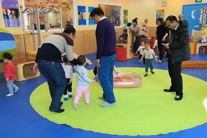 1岁半宝宝第一次上早教课,体验启蒙教育,视频记录全过程