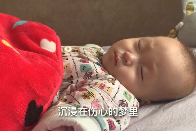 娃娃做梦都在哭,宝妈一个动作安抚下来