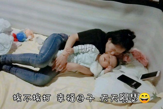 儿子有个坏毛病就是奶睡,妈妈尝试各种方法,让他改掉奶睡坏习惯
