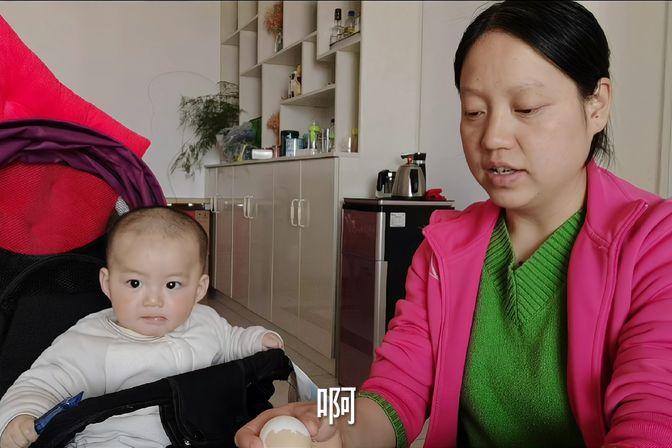 九个月大的宝宝不喜欢吃奶粉,更喜欢吃辅食,每天两顿