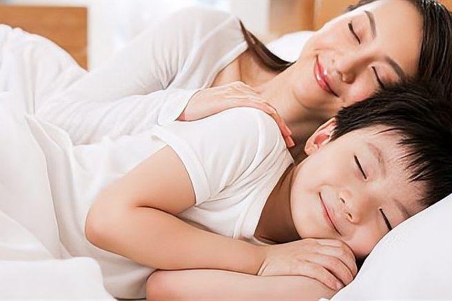 李玫瑾:孩子跟谁睡真的不一样,十年后他们的性格差距会很大!