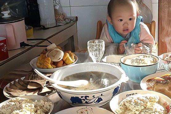 16个月宝宝的夜宵,就爱吃小米饭,吃完就尿了!自己动手丰衣足食