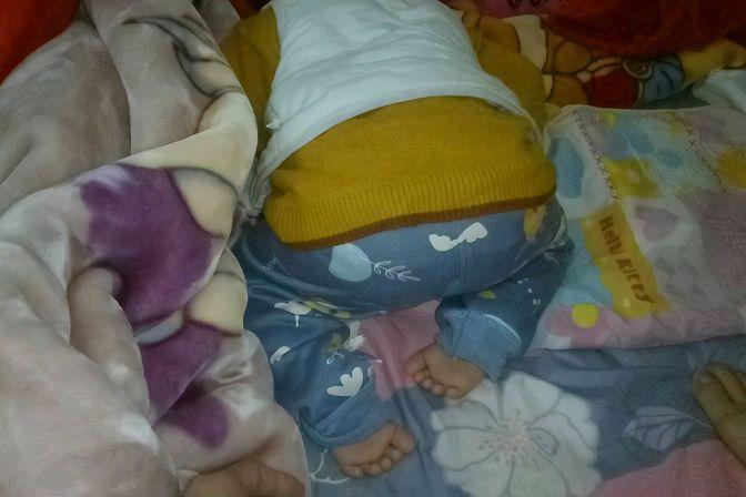 宝宝总是撅着屁股睡觉,怎么回事?我要不要把他翻过来