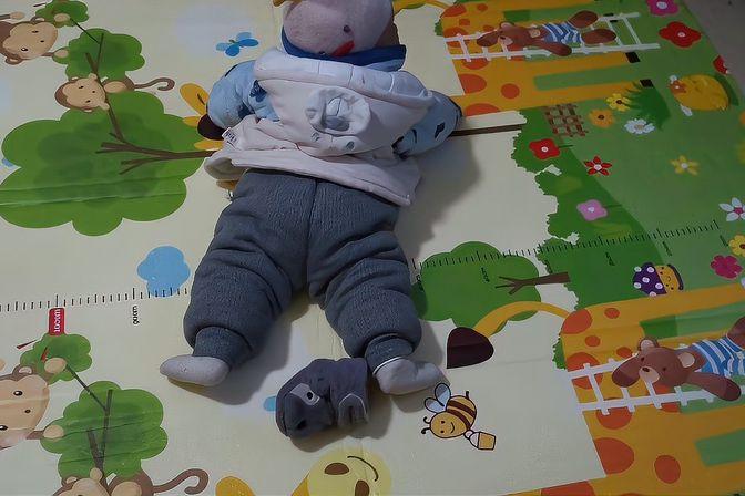 宝宝9个多月还不知道爬,不知道正常吗,买个爬行垫给他练练