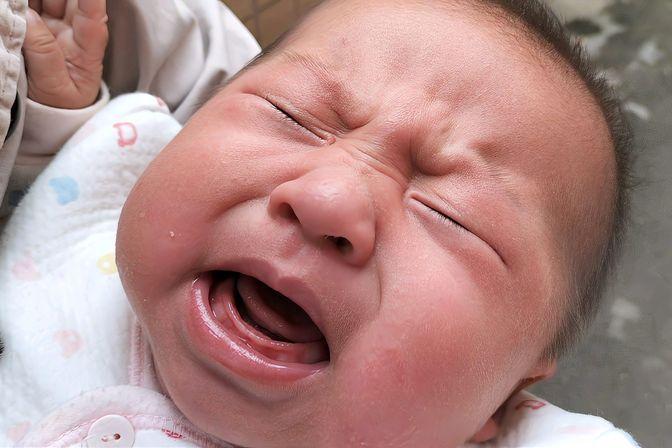 3个月宝宝湿疹反复发作,宝宝满脸湿疹,疼痛太厉害看着难受