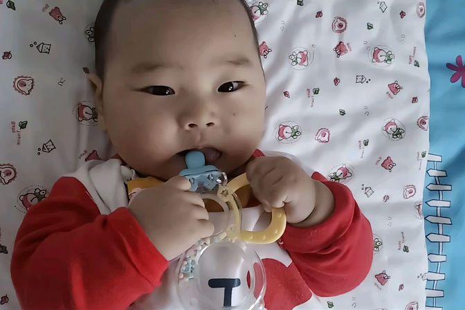 四个月的宝宝拉肚子11天病情逐渐好转,精神状态好了,当妈不容易
