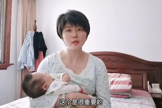 99%宝妈的烦恼,宝宝晚上吃母乳睡着了,到底要不要抱起来拍嗝?