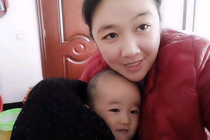十一个月宝宝不会爬,三颗牙了,不会站,那又怎样?