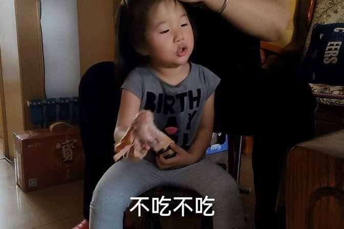 两岁八个月的小宝宝,上幼儿园,不穿尿不湿,自己吃饭自己上厕所
