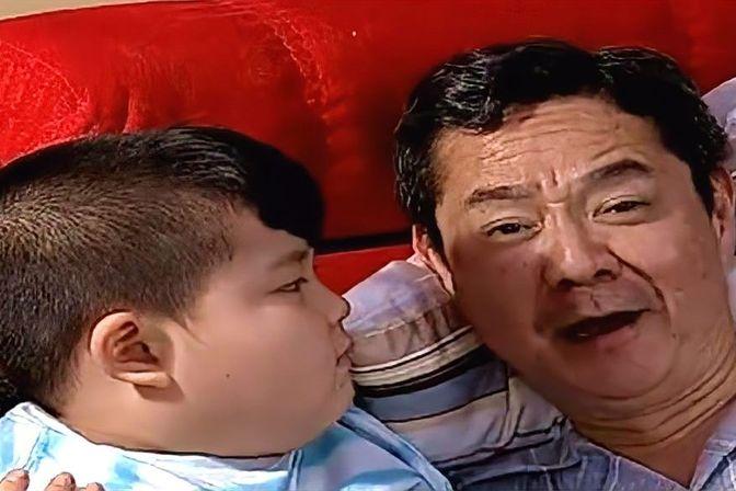 爷爷奶奶一来,父母连跟儿子睡觉的机会都没了,看似无奈内心狂喜