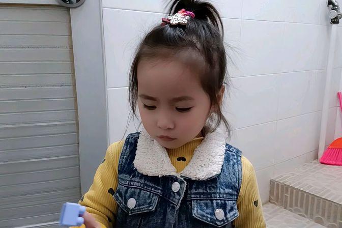 两岁10个月的宝宝,怎么训练她如厕,请宝妈们赐教,我是气疯了