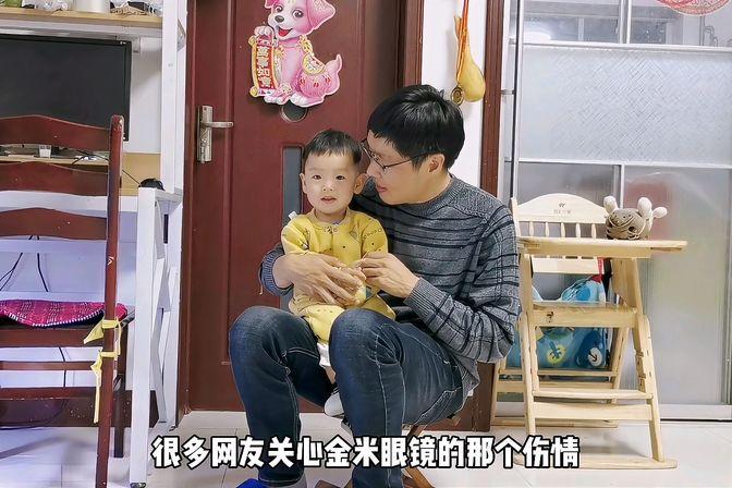 16个月的男宝宝会开口说话,只会说叫妈妈和爸爸,算发育正常吗?