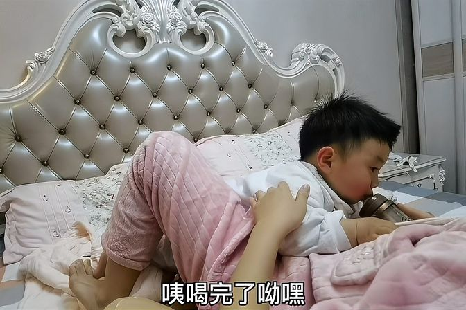 一岁宝宝要断奶,妈妈坚持让喝奶粉,但是宝宝不给面子,咋办?