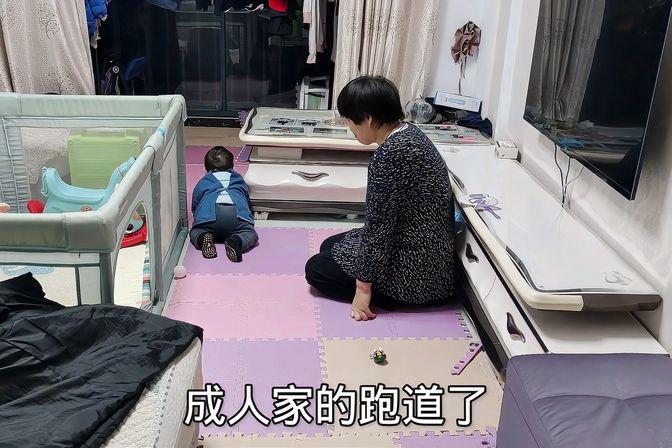 11个月的宝宝,不会站也不会走,爬行倒是挺溜的!要教他走嘛?