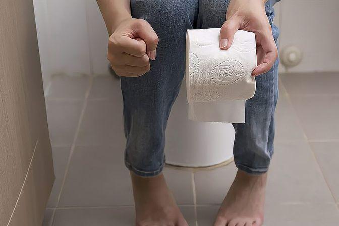 大部分男性会疑惑:女生在小便后用纸擦拭,到底有没有必要?