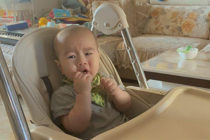 10个月宝宝不吃辅食,宝妈要被急哭了