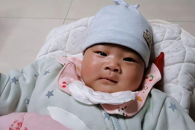 6个月内宝宝每天只喝奶,还需要单独喂水吗?