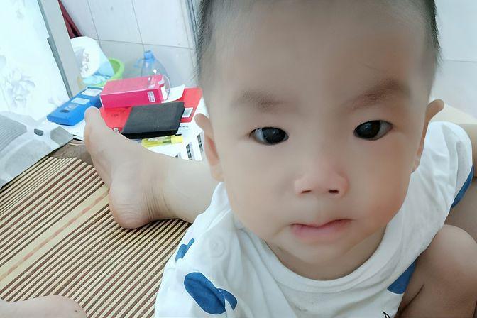 一家三口的深圳生活,宝宝醒来喝210的奶,10个月宝宝奶量是多少