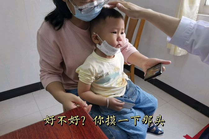 """1岁宝宝胳膊拉脱臼,又称""""牵拉肘"""",中医大夫怎么治?瞬间接好了"""