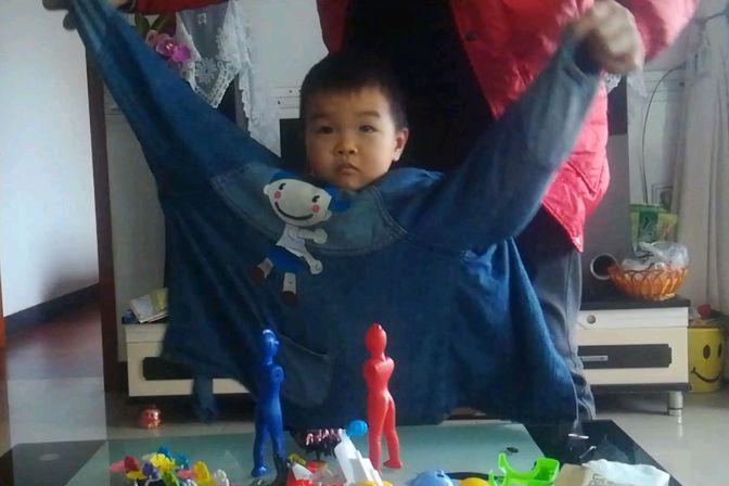 4岁小孩喜欢玩具,不太会说话,我该怎么办?