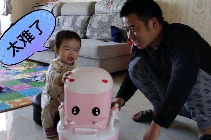 宝宝刚满14个月,宝妈就开始训练宝宝自己大小便,宝宝:放过我吧