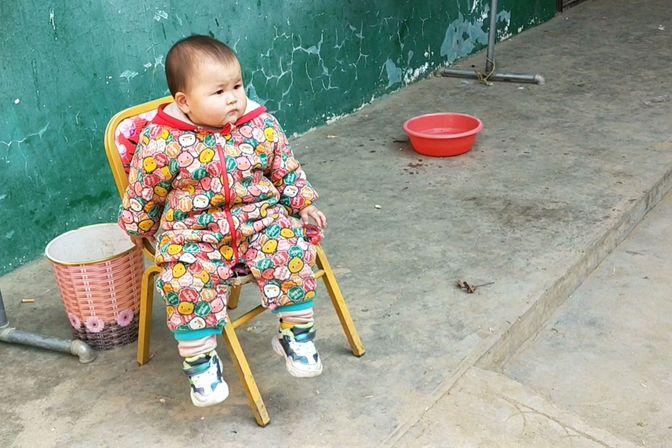 16个月宝宝一个月没见外婆,俩人尬聊