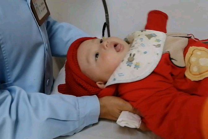 浩浩宝宝泪管堵塞每次来医院冲洗都是一种折磨,宝妈看着都心疼