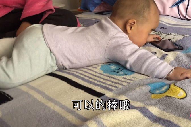 八个月得宝宝肉肉太多了还不会爬,今天练习起来,看看爬得怎么样