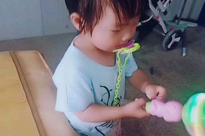 两岁宝宝离不开安抚奶嘴了,什么招都不管用,一直哭该怎么办