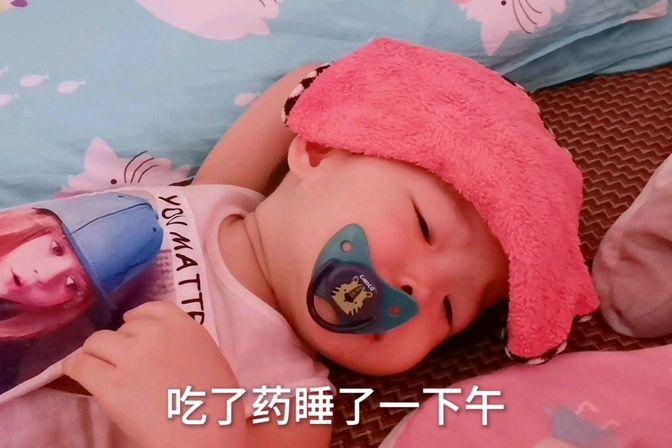 一岁多宝宝发烧吃了药一直不退,妈妈采用物理降温