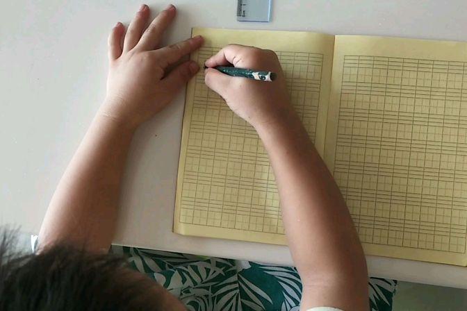 四岁宝宝写字有模有样,直呼原来这么简单!