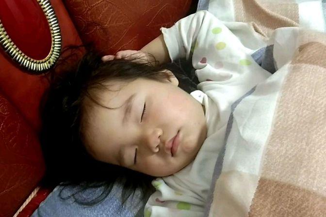 宝宝晚上睡觉翻来翻去,睡不踏实怎么办?以下几点解决宝睡觉问题